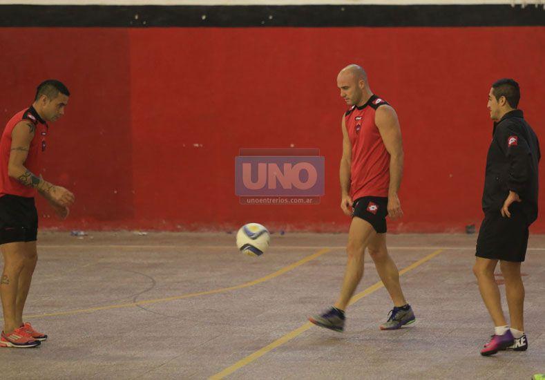 La posible vuelta de Furios a la titularidad puede traer soluciones en el juego aéreo Santo. (Foto UNO/Diego Arias)