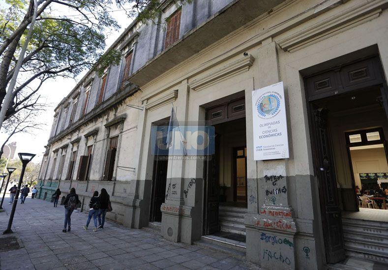 El posgrado se cursará viernes y sábados cada 15 días en la facultad de Ciencias Económicas. Foto UNO Archivo.