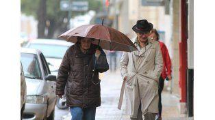 Paraguas y pilotos: habrá que seguir teniéndolos a mano. (Foto: UNO/Juan Ignacio Pereira)