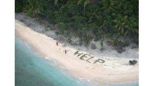 Los náufragos escribieron la palabra 'HELP' (ayuda