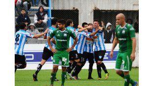 Los jugadores del equipo entrerriano festejan uno de los goles de ayer.  Foto: Gentileza/El Argentino