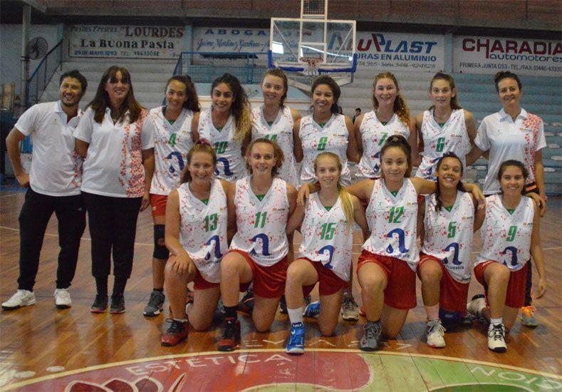 Posan las jugadoras de Paraná