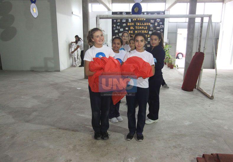 Ensayo general. Alumnos de la entidad repasaron las actividades previstas para el acto de hoy. UNO/Juan Ignacio Pereira