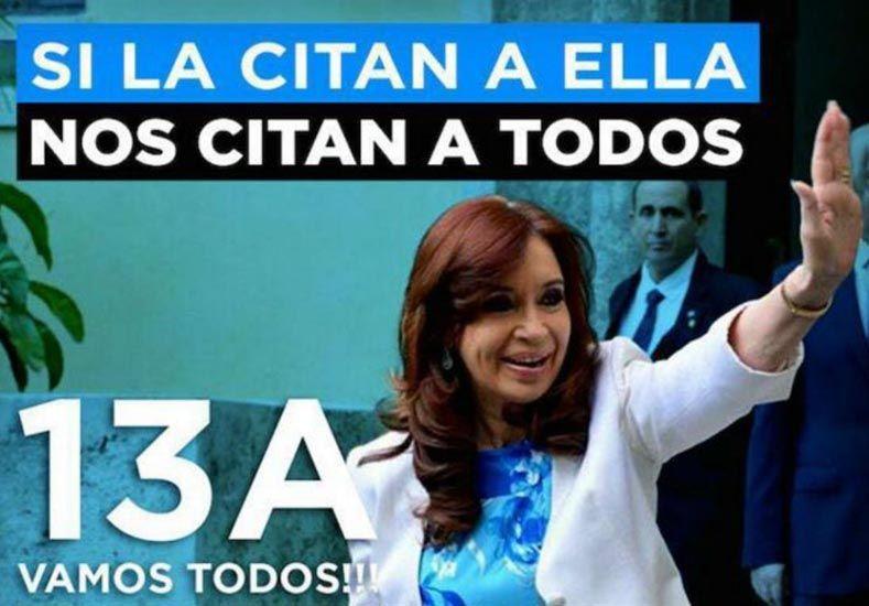 Algunos de los flyers que circulan en las redes sociales en apoyo a Cristina Kirchner.Foto:Twitter