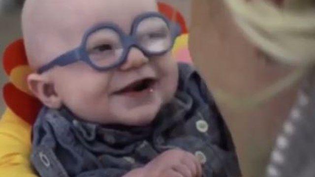La tierna reacción de un bebé al ver a su mamá por primera vez