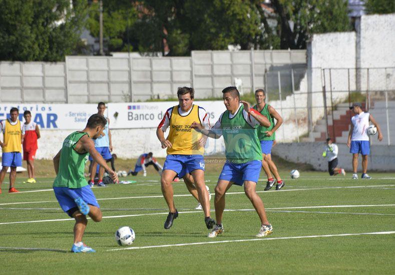 Facundo Quiroga tendría una nueva oportunidad en el 11 inicial de Atlético Paraná. Foto UNO/Mateo Oviedo