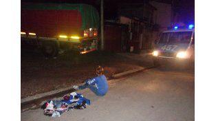 Sorprendidos. Cuatro adolescentes robaron cosas de un camión.