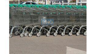 La idea es que los carritos queden vacíos para protestar por la remarcación constante de precios. Foto UNO/ Diego Arias.