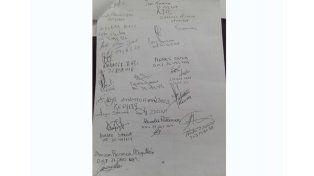 Firmas de los preocupados. Las firmas de algunas de las personas que forman parte del reclamo.