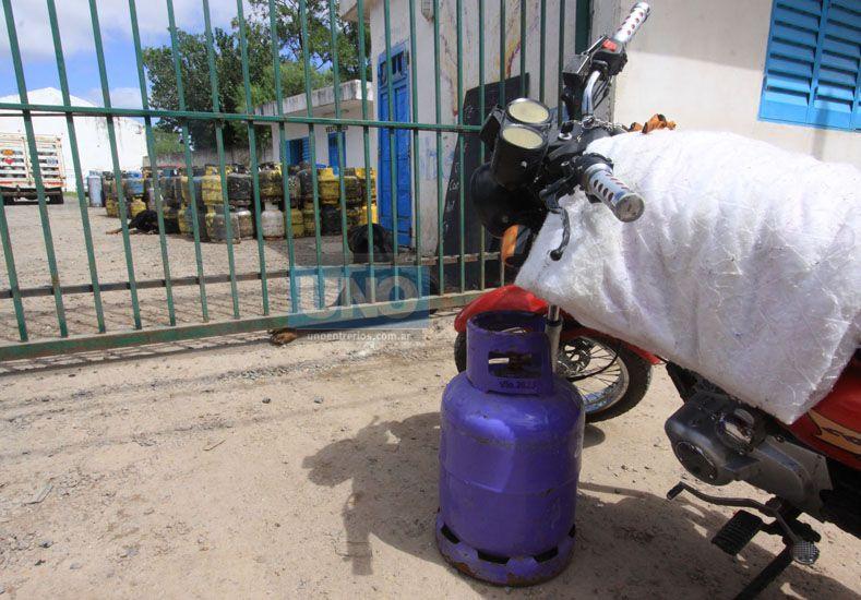 Para ahorrar hay que comprar en la distribuidora aunque el transporte se vuelva peligroso. Foto UNO.