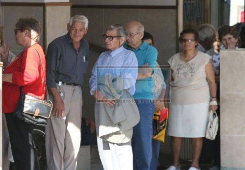 Reclaman aumento para los jubilados provinciales