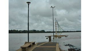 Parte de la costanera baja de Concordia ya quedó bajo el agua nuevamente. Foto: Diario Río Uruguay