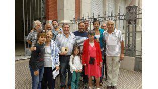 ¿Sorpresa en la 4ª?.Rocío Rivero  junto al exgobernador Mario Moine y otros compañeros.