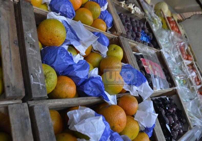 Esperan. Hay verdulerías que no quieren vender naranjas hasta que no llegue más barata. Foto UNO/Mateo Oviedo