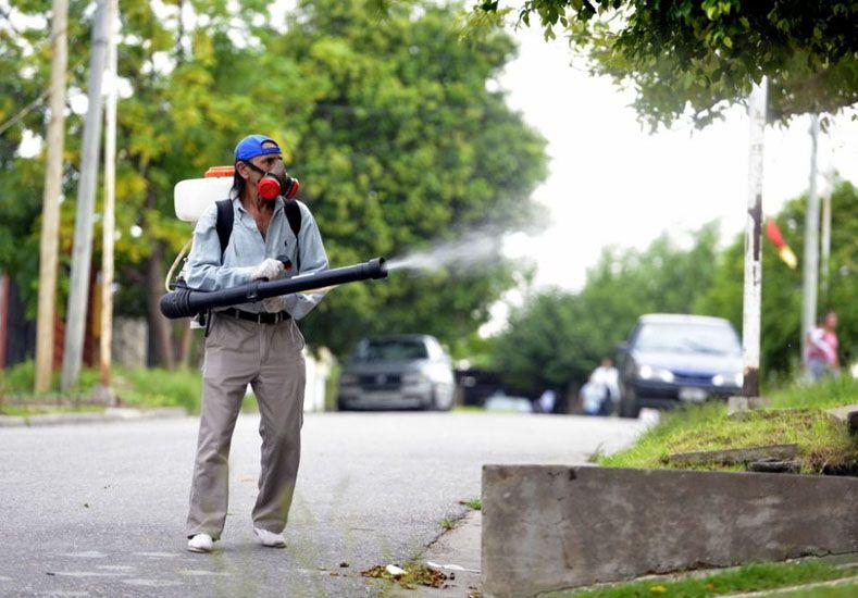 La Municipalidad anunció que antes de fumigar informa a los vecinos. Foto prensa Municipalidad.
