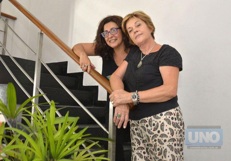 Protagonistas. Catalina Smal y Gabriela Verón le dan vida a Hortensia y Margarita.  Foto UNO/Mateo Oviedo
