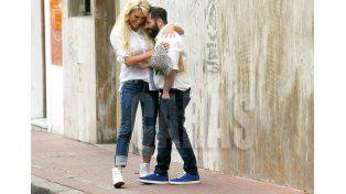 Ahora Xipolitakis usa zapatillas para achicar la altura con su novio