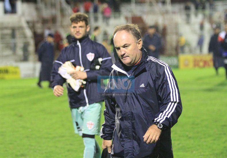 El DT aseguró que obtener los tres puntos es determinante para Atlético Paraná.  Foto UNO/Diego Arias