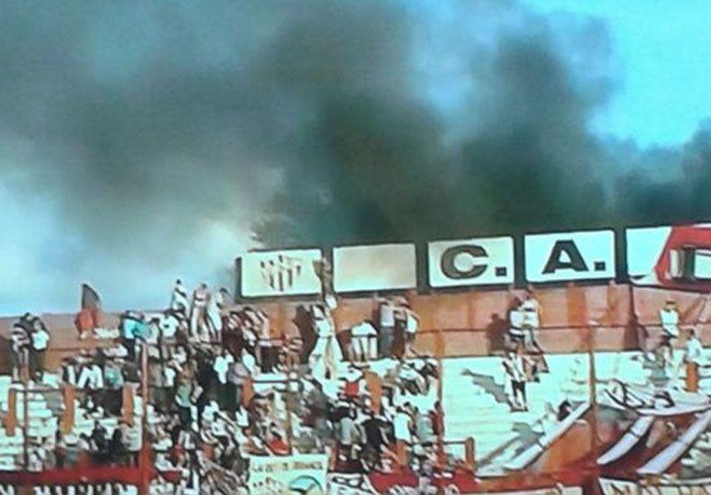 Suspendieron por incidentes el partido entre Talleres de Escalada y Defensores de Belgrano