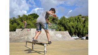 El Skateland está lleno de estética en movimiento y superación permanente