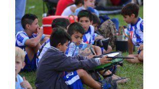 Los chicos de Fútbol Veterano de Chaco le pusieron música a la tarde. (Foto UNO/Juan Manuel Hernández)