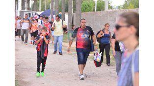 Cruzaron el charco para respaldar a las promesas del Sabalero. (Foto UNO/Juan Manuel Hernández)