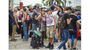 Los fans llegaron temprano al predio de la Ciudad Deportiva donde tocan los Stones.