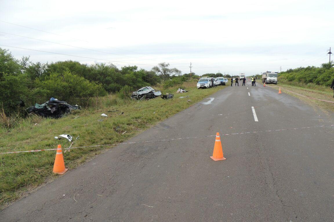 Los automóviles chocaron de frente en la ruta 127.