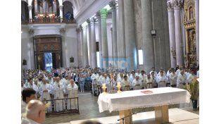 Con fe. Realizaron ayer una tradicional celebración católica.  Foto UNO/Juan Manuel Hernández