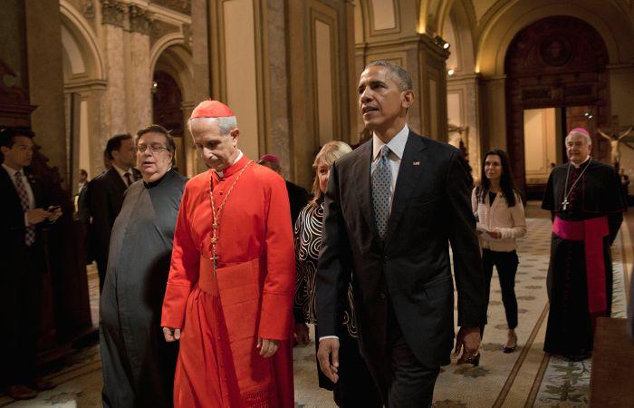 El presidente de Estados Unidos junto al cardenal Mario Aurelio Poli .