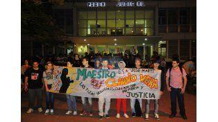 Por justicia. Alumnos del profesor reclamaron por su memoria. Foto UNO/Juan Manuel Hernández