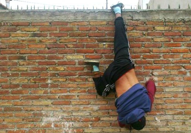 Herido. El hombre sufrió una lesión en el empeine del pie izquierdo.  Foto: Diario La Voz.