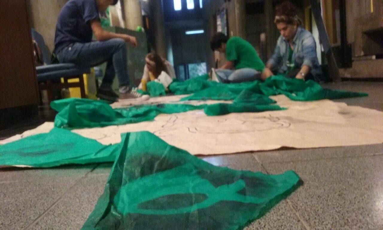Los integrantes de La Colectiva preparando las actividades en el Mes de la Memoria. Foto La Colectiva.