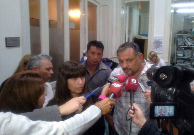 Los representantes gremiales en la salida de la reunión. Foto prensa ATE.