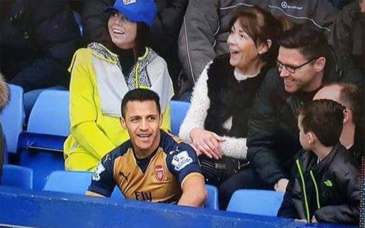 Alexis Sánchez terminó sentado en la tribuna