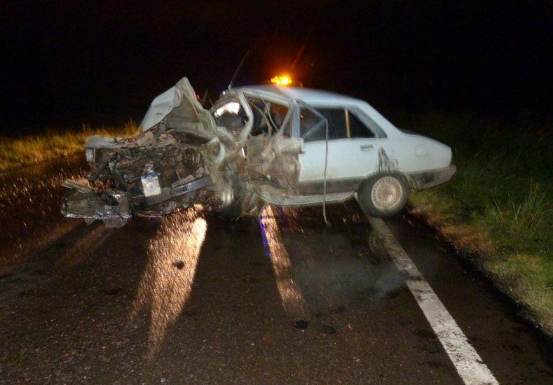 La niña que viajaba en el Peugeot se llevó la peor parte. Foto policía de Villaguay.
