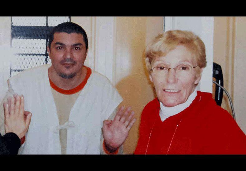 Saldaño y su madre. (Foto: BBC)