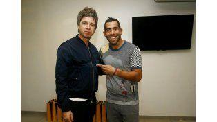 El músico y el delantero argentino se conocen desde el 2009 cuando se encontraron en Manchester. Foto prensa Boca Juniors.