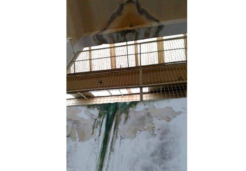 El deterioro de los techos es notorio