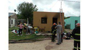 Así quedó la casa de la hija de la anciana que vieron envuelta en llamas y no sufrió heridas. Foto Gentileza/ mundoinformativo.com.ar