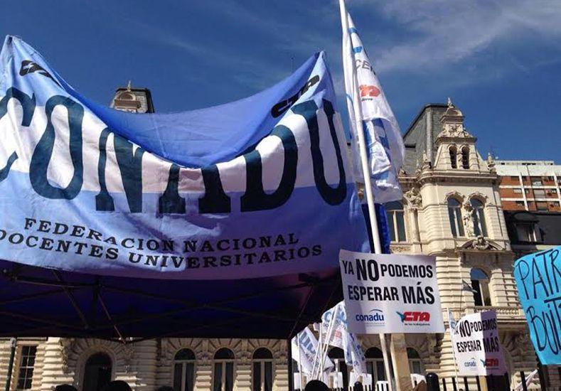 Docentes universitarios exigieron paritarias frente al Ministerio de Educación de la Nación