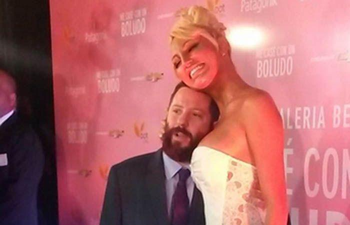 """Vicky y Ottavis anunciaron casamiento en la avant premiere de """"Me casé con un boludo""""."""