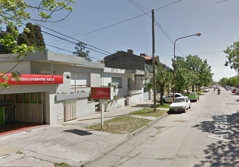 Temor. A punta de pistola robaron dos celulares en la tómbola.  Foto: Google Street View