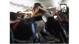 La pelea se originó en un vuelo a la ciudad de Los Ángeles