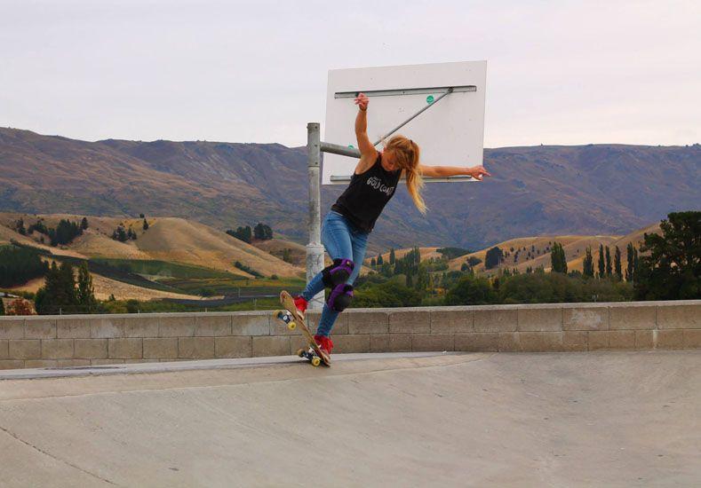 Cada vez que puede sale a patinar en los parques de las ciudades que visita.