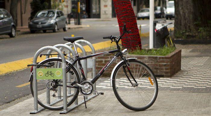 En Paraná los trabajadores del comercio necesitan estacionamientos de bicicletas