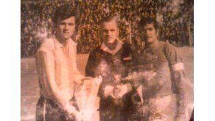 Una foto con historia: un paranaense junto a Roberto Perfumo