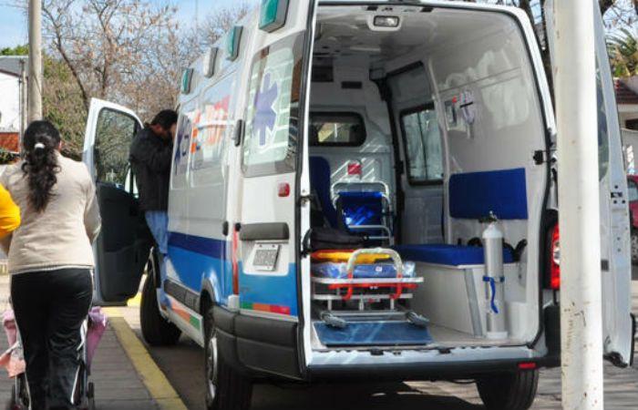 Una ambulancia de Sies trasladó el cuerpo de la joven al Instituto Médico Legal.