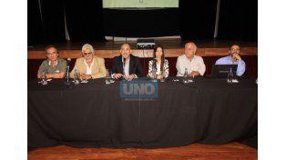 Los funcionarios dieron una conferencia en La Vieja Usina. (Foto: UNO/Juan Ignacio Pereira)