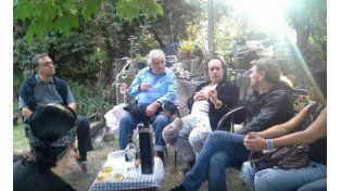 Pepe Mujica compartió un asado con Maná, los llevó en su Fusca y fue al concierto